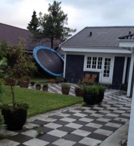 Vinden har taget trampolinen. Dækker forsikringen?